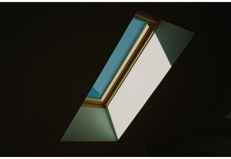 Plisy okienne - idealne rozwiązanie do okien dachowych